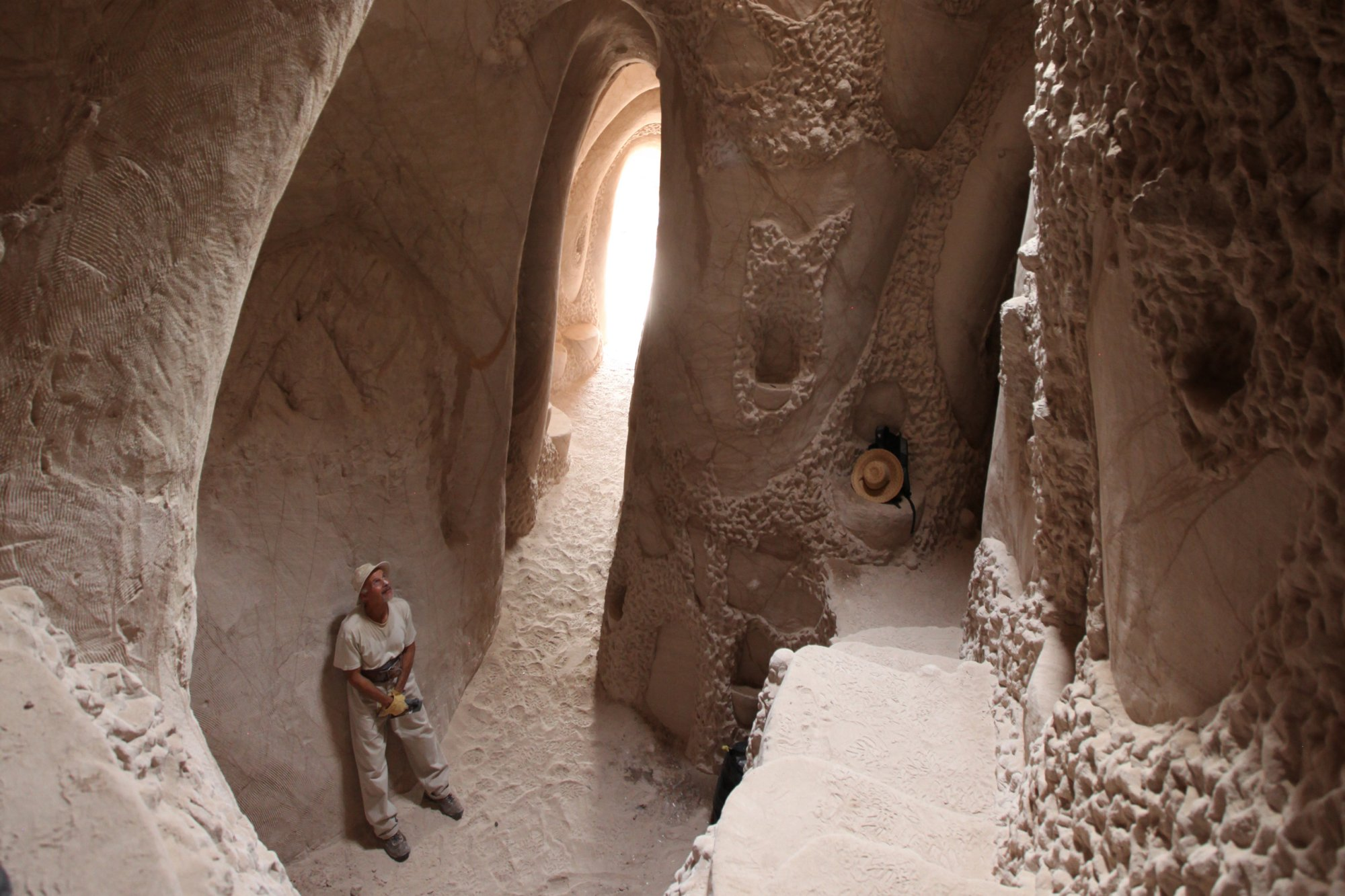 Ra Paulette cave 03