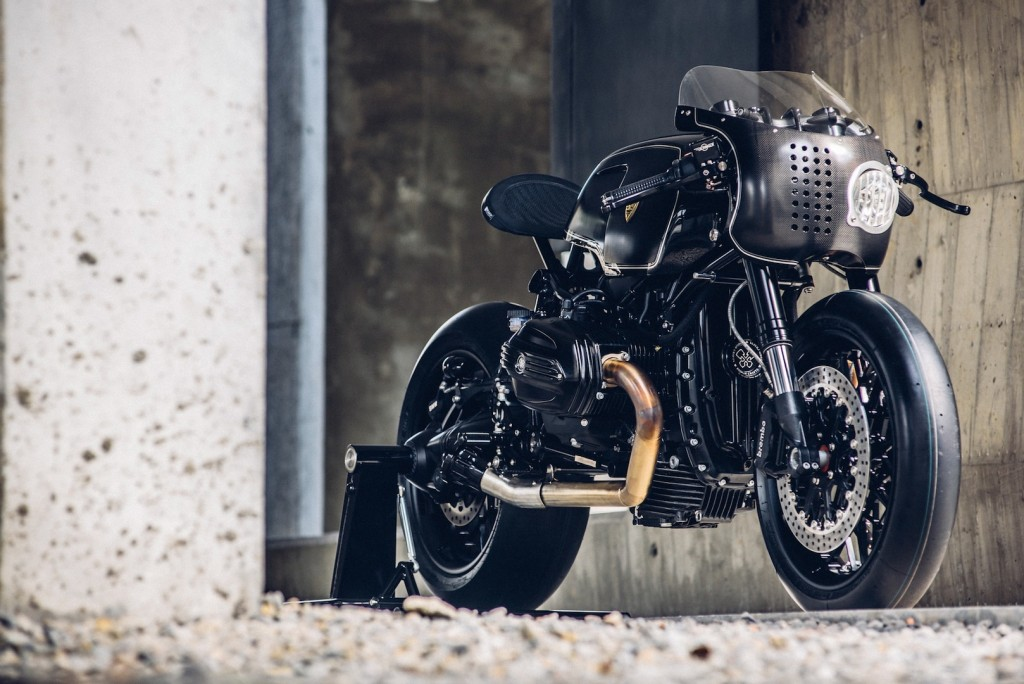 BMW-R-NineT-Bavarian-Fistfigher-by-Rough-Crafts-Customs-Front-Right-Three-Quarters-1024x684