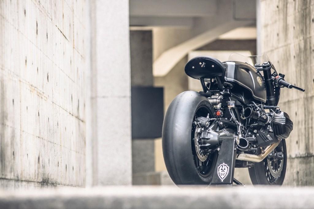 BMW-R-NineT-Bavarian-Fistfigher-by-Rough-Crafts-Customs-Rear-1024x684