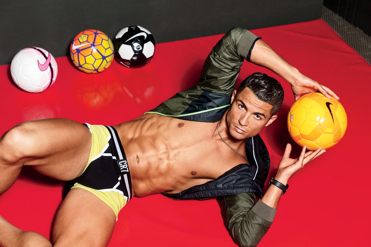 BR Cristiano-Ronaldo-2016-GQ 3