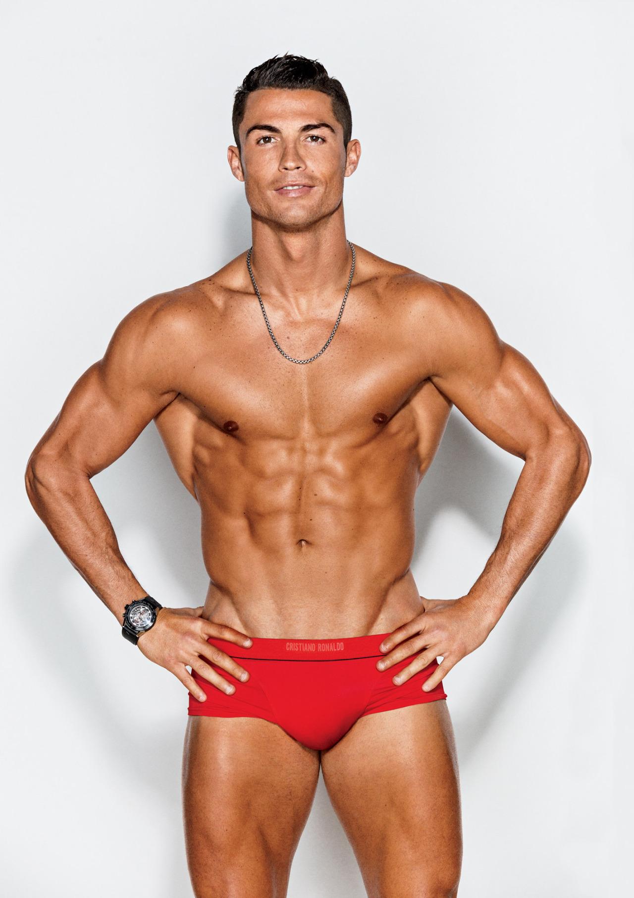 BR Cristiano-Ronaldo-2016-GQ 4