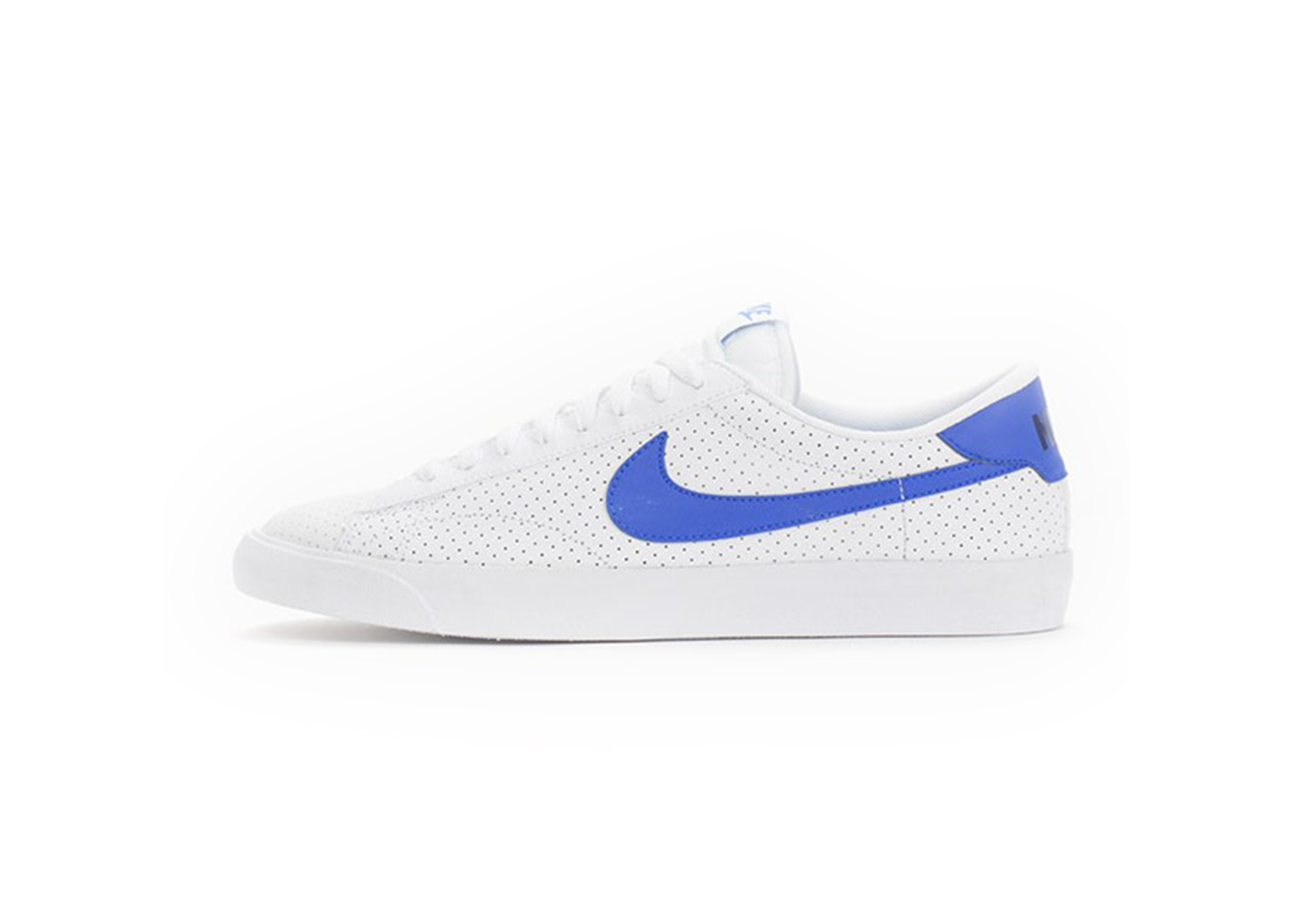gethelookcaprio_0000s_0001_nike-tennis-classic-ac-white-racer-blue-perf-2