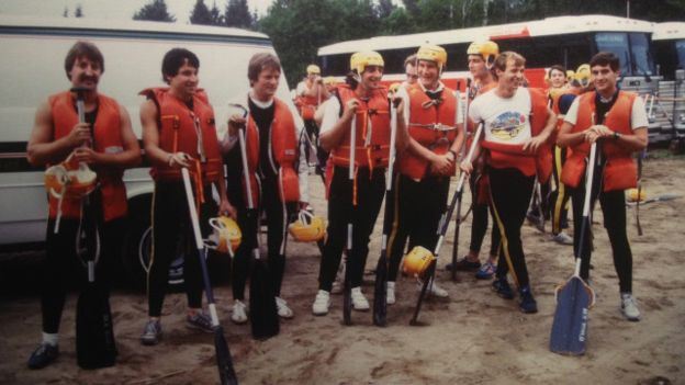 Senna com o seu grupo de rafting, no Canadá, em 1984.
