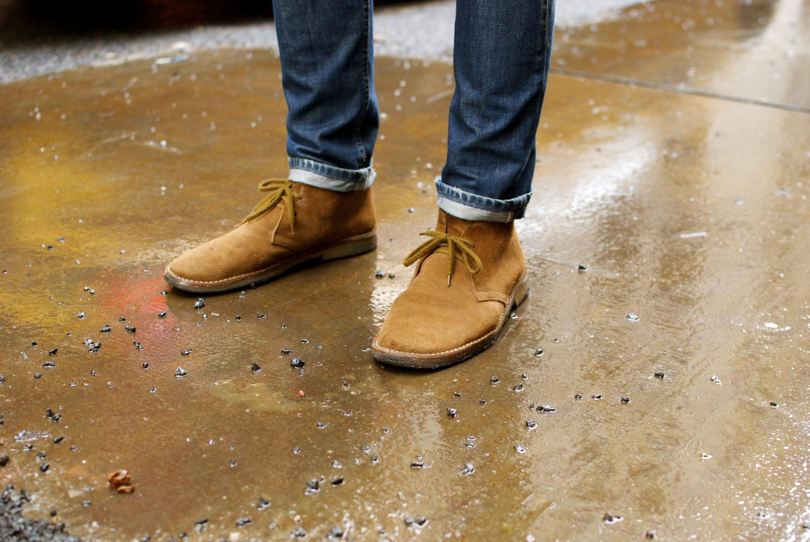 how-to-wear-suede-shoes-cover