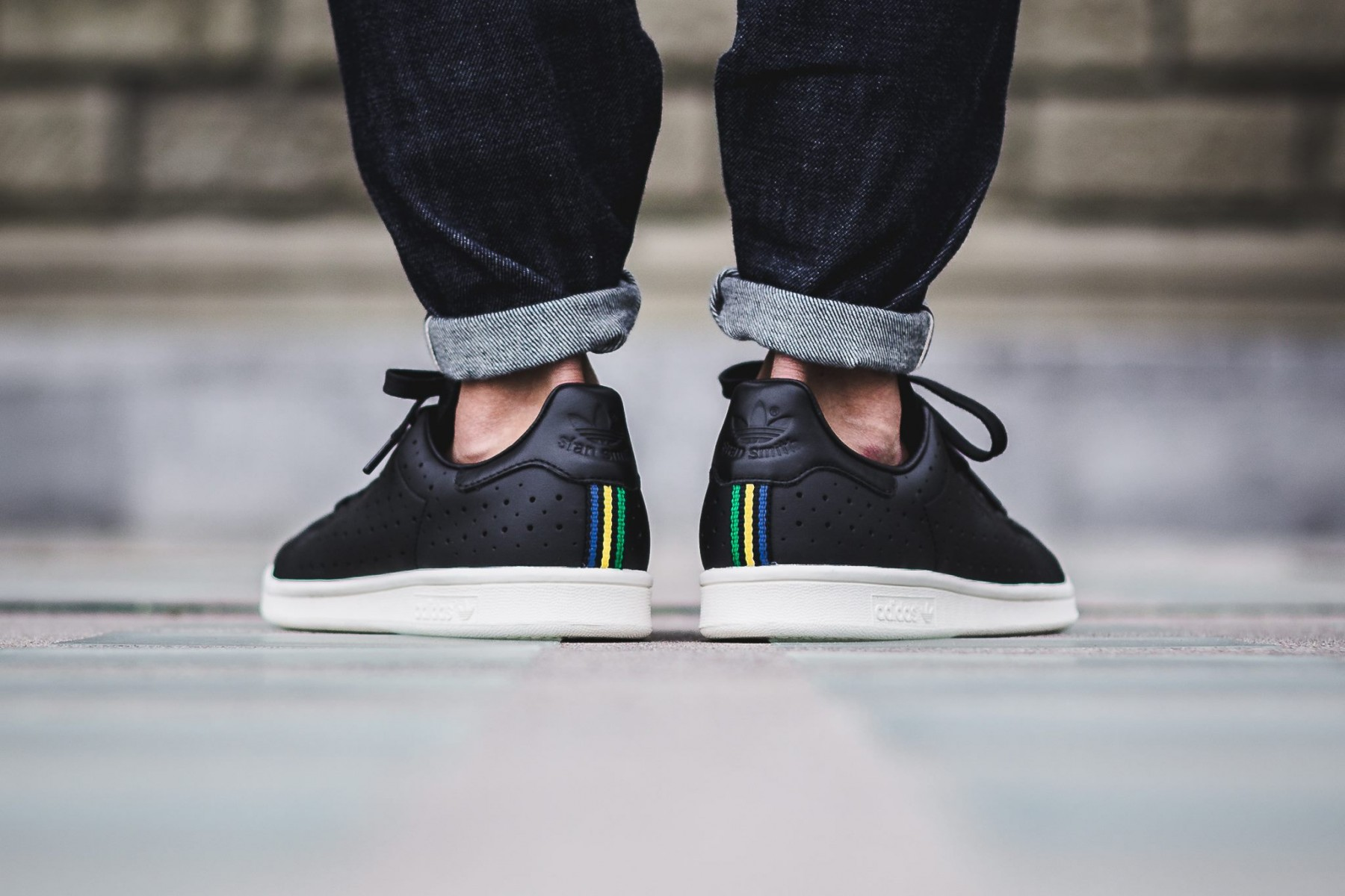 adidas-originals-perforated-stan-smith-6-1800x1200
