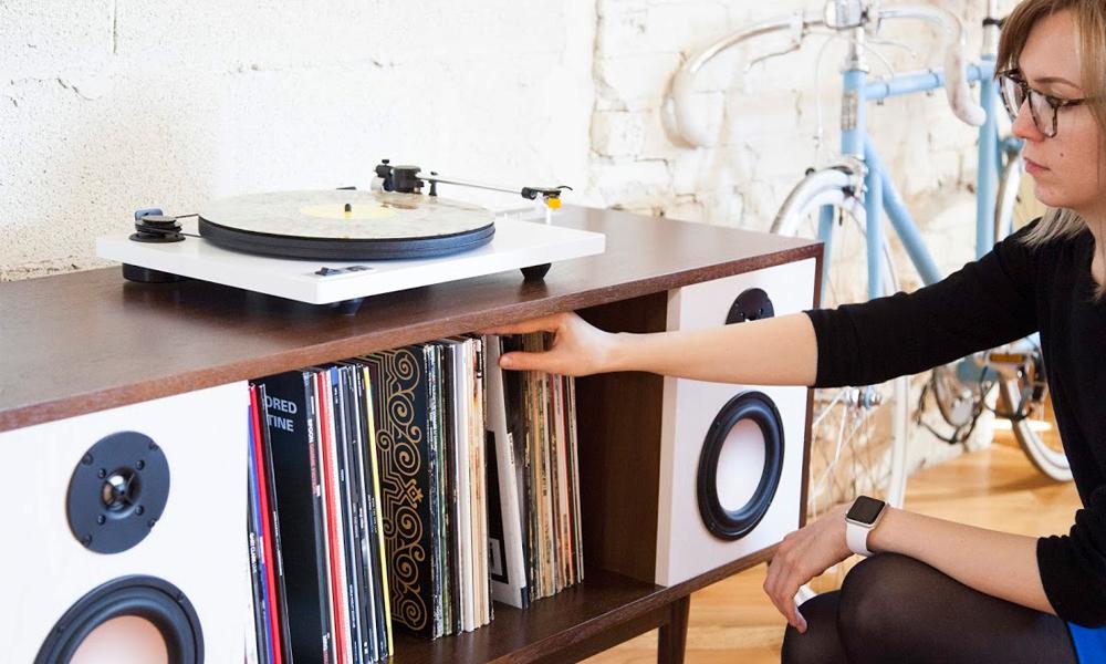 móvel que guarda e reproduz música