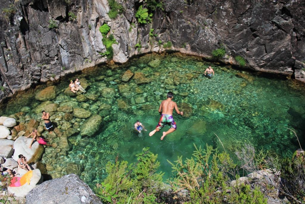 piscinas naturais mais incríveis do mundo - Cascata do Rio Homem