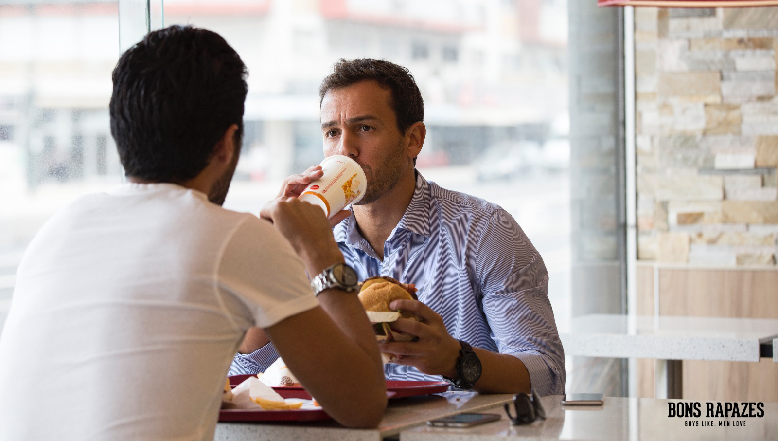 bons-rapazes-no-burger-king-3
