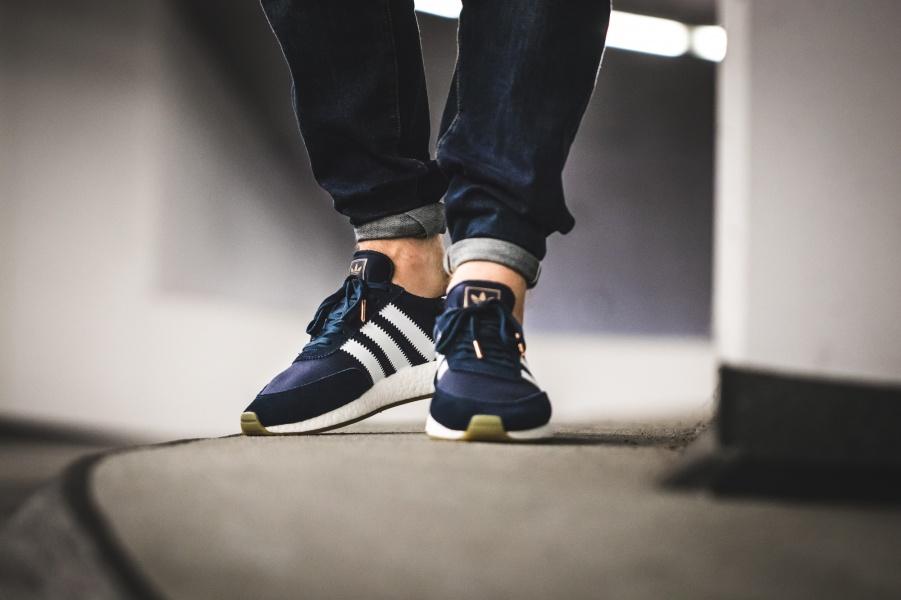 Tênis Adidas Iniki Boost Cinza | AECALCADOS