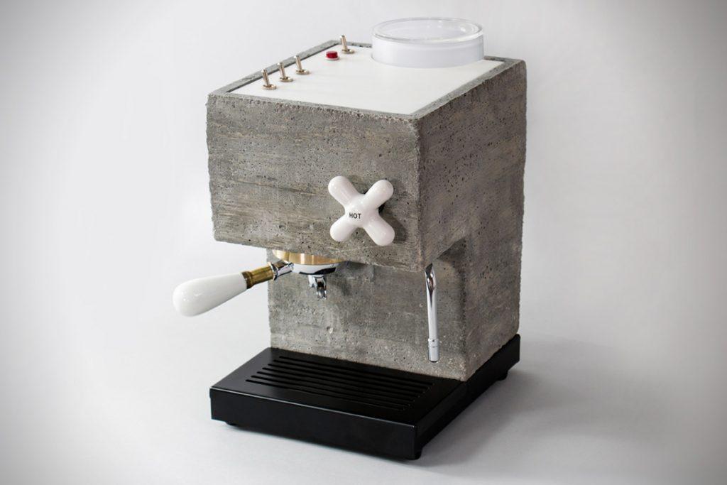 máquina de café feita de cimento