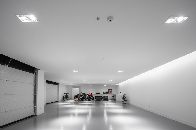 Arquitecto português cria garagem que parece uma galeria