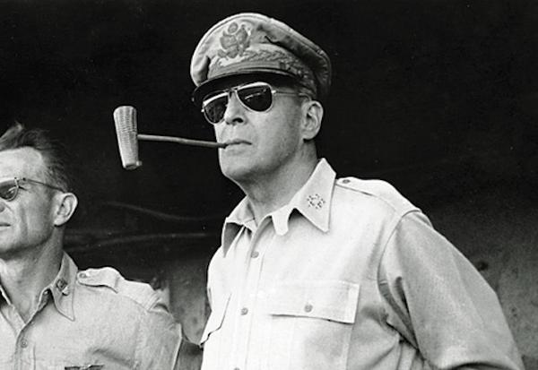 RAY-BAN   Uma longa história, contada 80 anos depois dos icónicos óculos de  Aviador fa6aacecdd