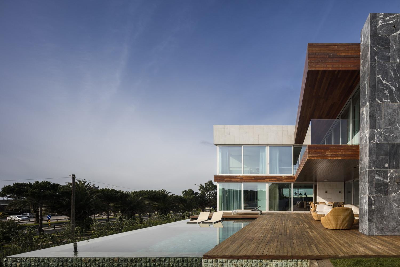casa em frente ao Passeio Marítimo de Oeiras