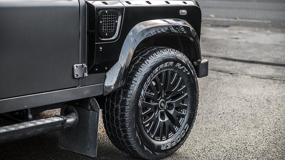 Land Rover Defender Suv