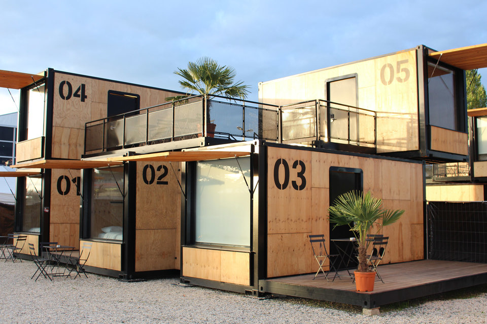 Flying Nest Shipping Container Hotel