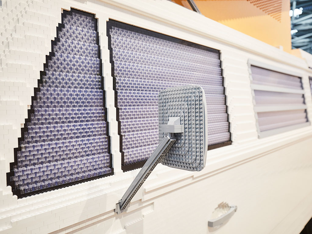 Pão De Forma construída com 400.000 peças de LEGO