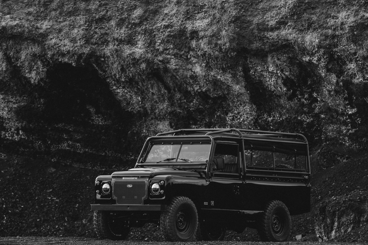 Cool & Vintage 1983 Blacked Defender