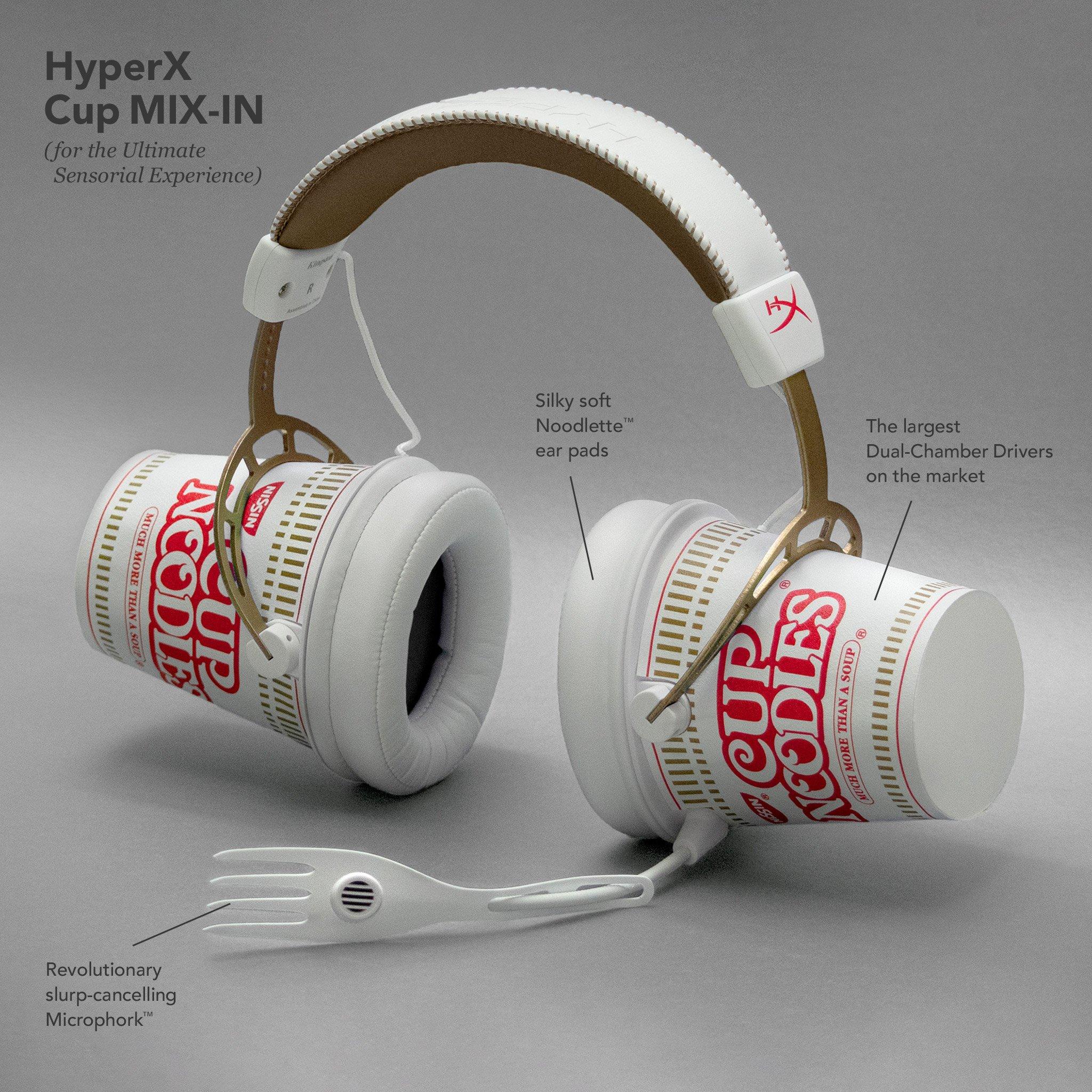 headphones feitos com copos de Cup Noodles