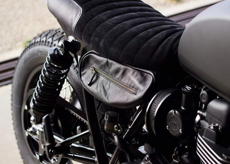 Bonneville T120 Bobber Full Black