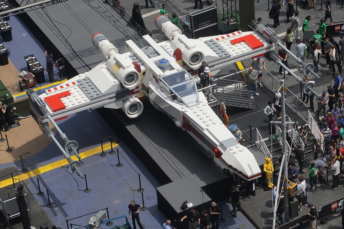 LEGO construiu uma espaçonave