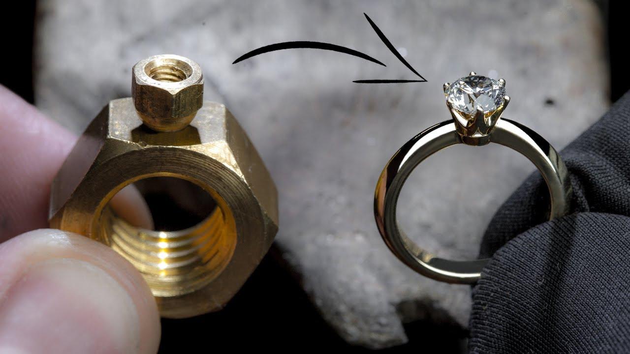 transformou duas porcas num anel com um diamante