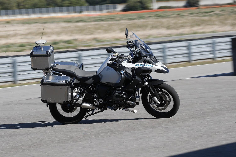 BMW R1200 GS a andar sem condutor