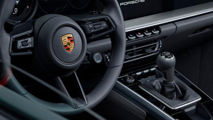 Porsche anuncia o retorno das mudanças manuais