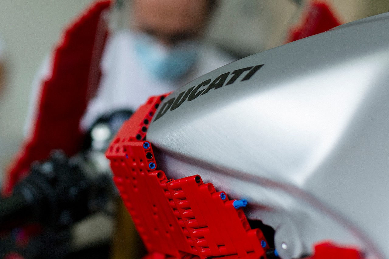 Ducati Panigale V4 de LEGO
