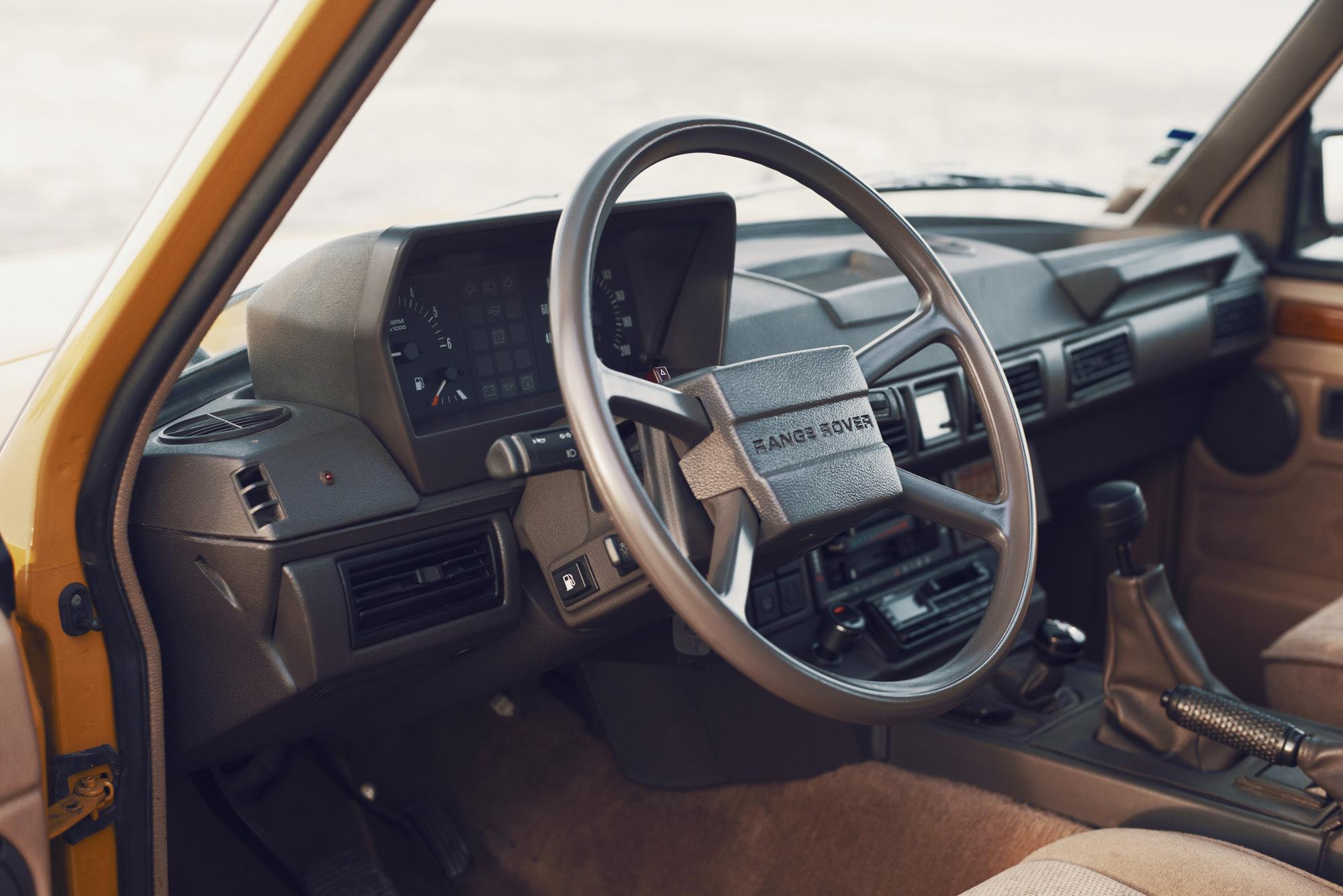 O interior do Range Rover Classic é um autêntico interior de luxo