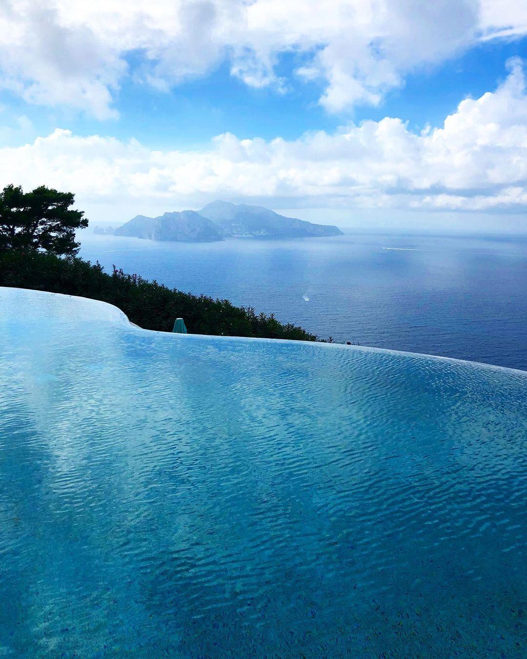 A piscina e a vista magnífica do La Minervetta