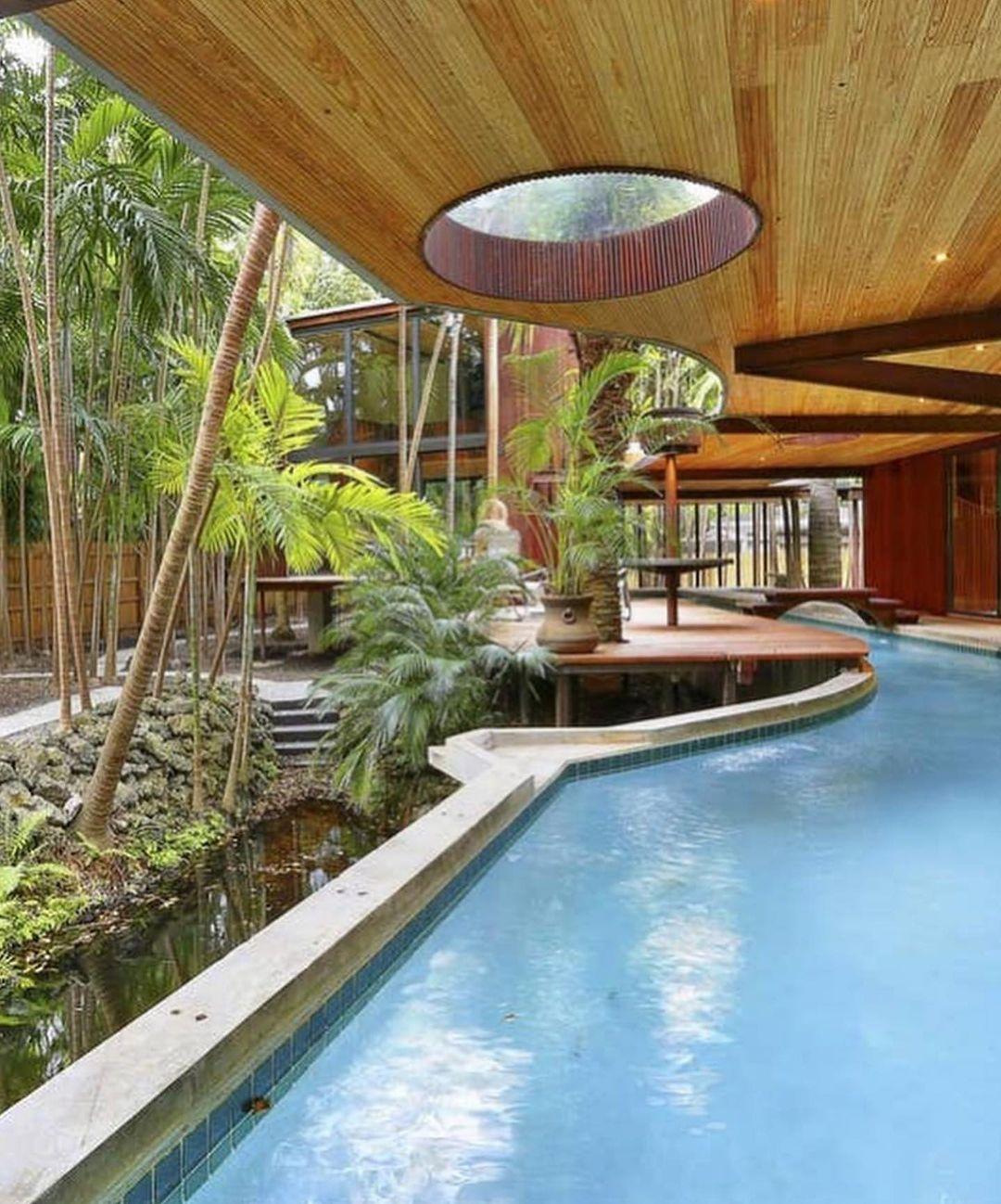 A piscina da casa Woodsong