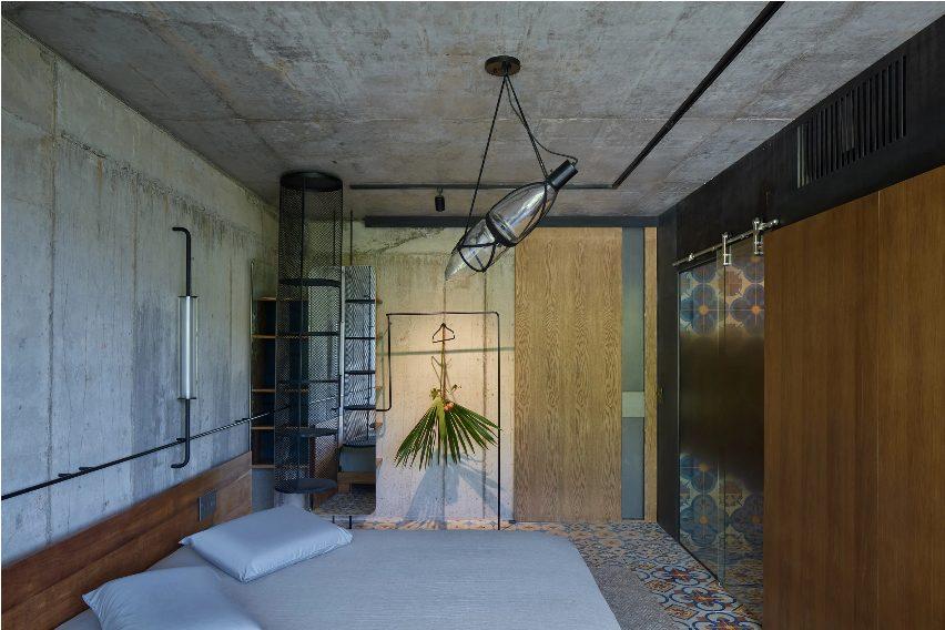 Um dos quartos da Art villa