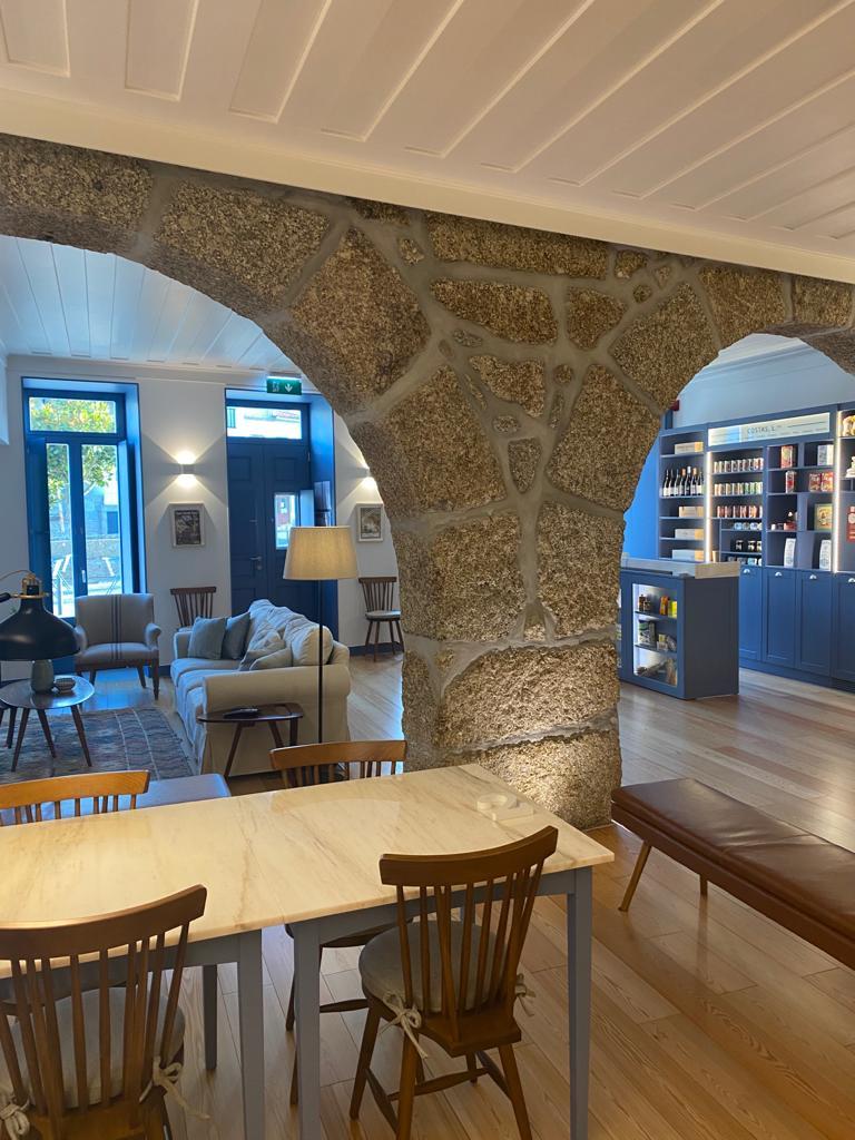 O interior do nível térreo de uma das Casas com Estória