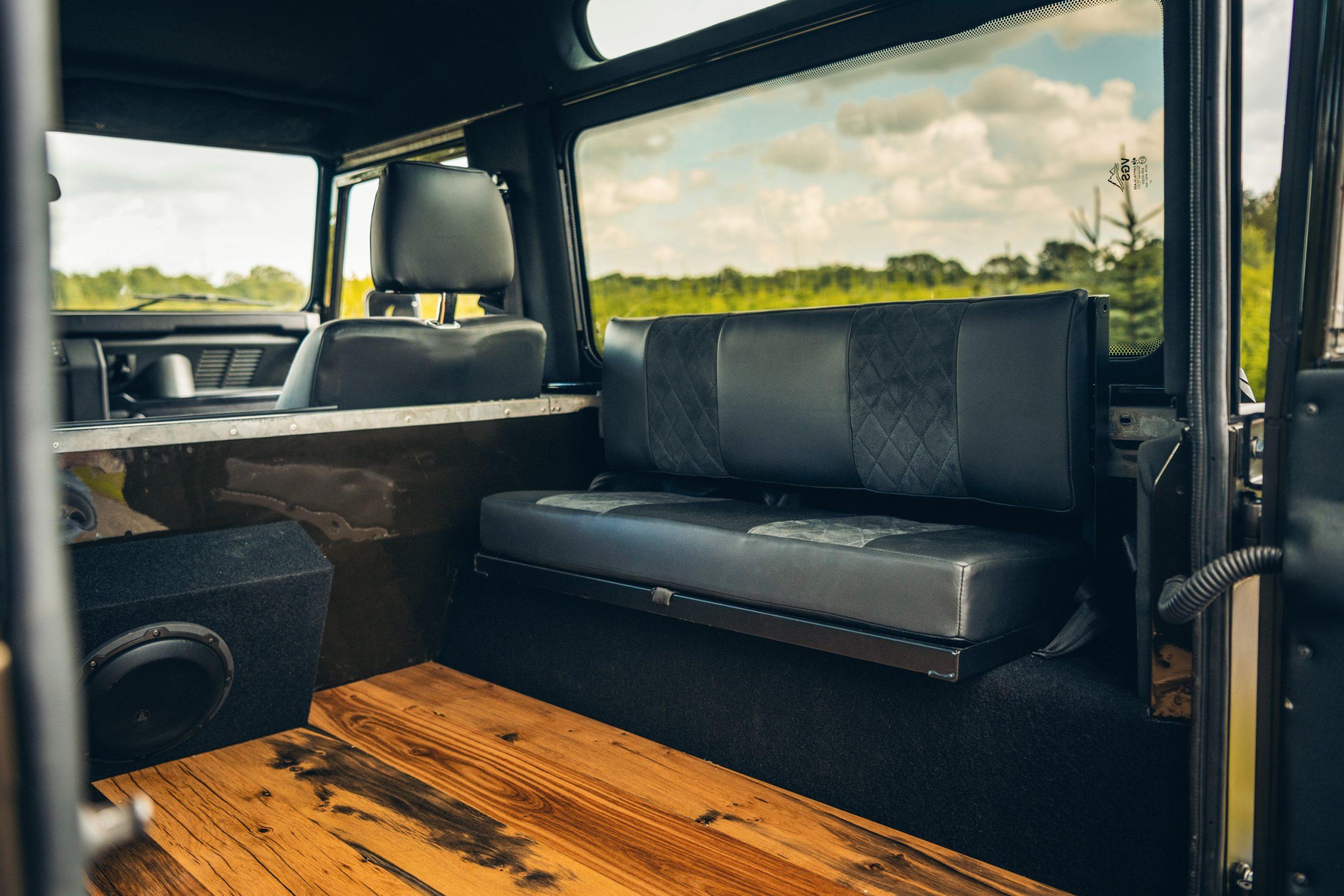 Interior do Heritage Customs Vintage Land Rover Defender
